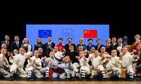 Li, Juncker congratulate on opening of China-EU Tourism Year